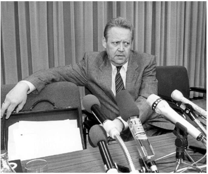Günther Schabowski at the press conference on November 9, 1989